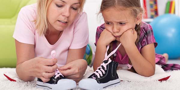 allacciare-scarpe