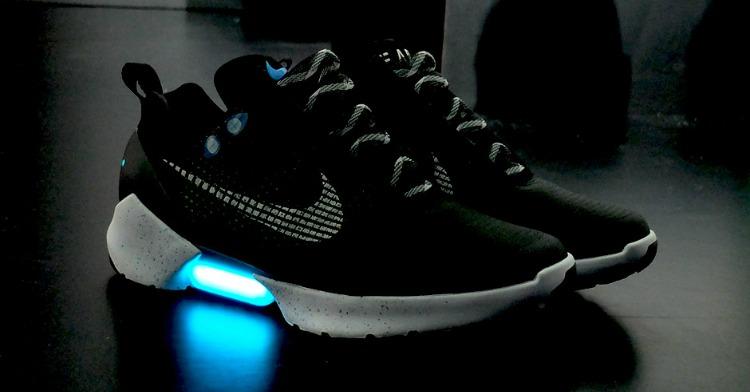 nike le scarpe che si allacciano da sole