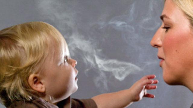 genitori fumano