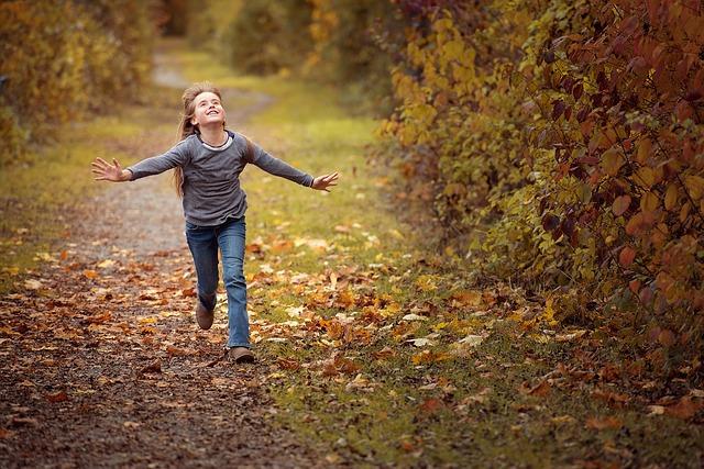 bambino-natura-bosco-gita-famiglia-trip-autunno-outdoor