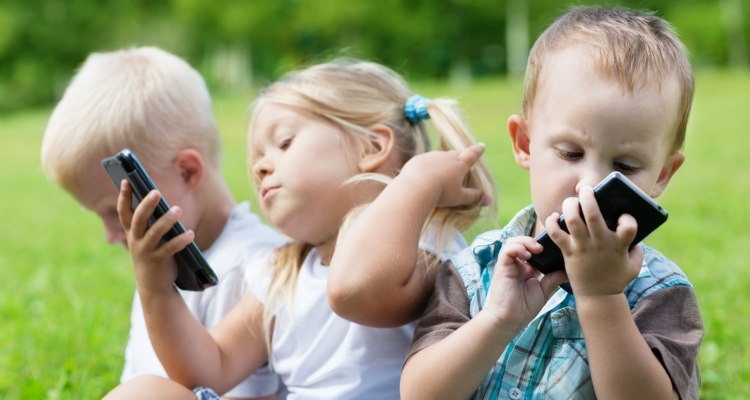 cellulare ai bambini