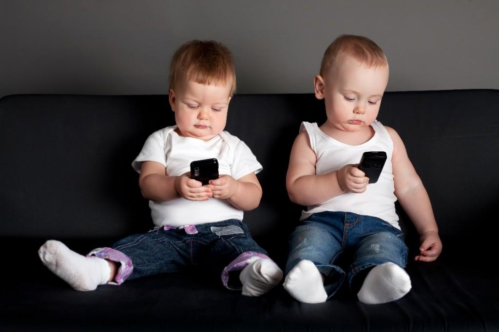 bambini usano troppo lo smartphone